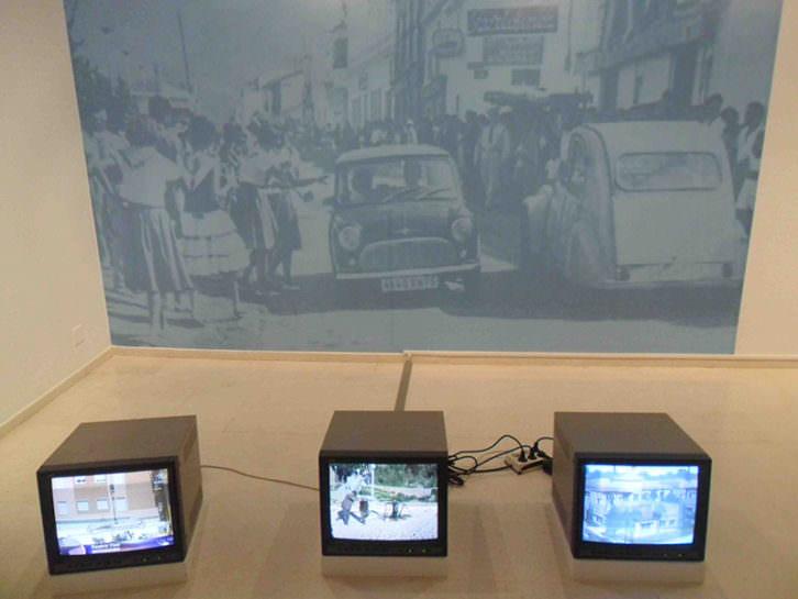 Instalación perteneciente a la muestra Radical Geographics, de Rogelio López Cuenca en el IVAM.