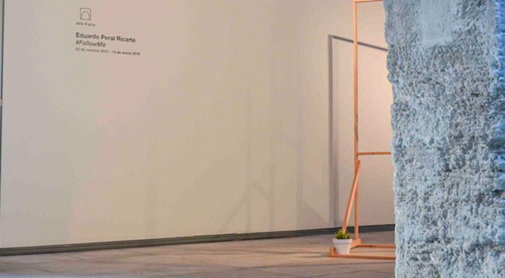 Instalación de Eduardo Peral Ricarte en la Sala d'Arcs. Imagen cortesía de Fundación Chirivella Soriano.