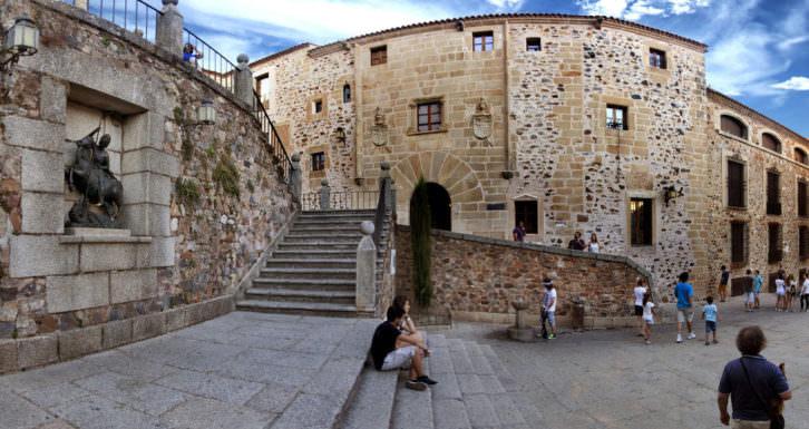 Plaza de San Jorge de Cáceres, espacio de actividades en Foro Arte Cáceres'15. Cortesía de Foro Arte Cáceres.