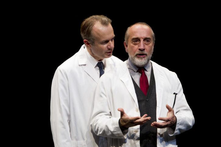 Escena de Invernadero, de Harold Pinter, bajo la dirección de Mario Gas. Imagen cortesía de Teatro Olympia.
