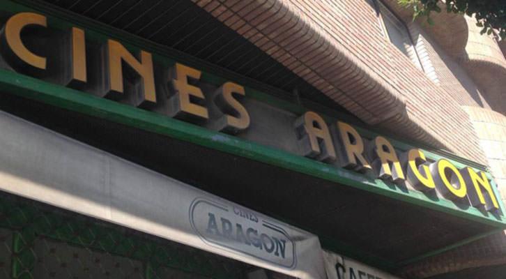 Antiguo rótulo de los Cines Aragón, ahora reconvertidos en Aragó Cinema.