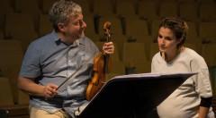 Fabio Biondi en uno de los ensayos de 'Silla', de Händel. Imagen cortesía de Les Arts.