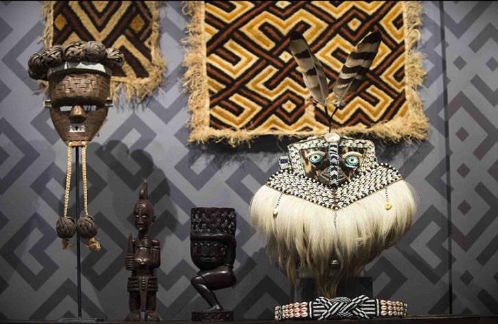 Algunas de las piezas de la exposición Doctor Carsí, supongo? Fotografía de Raquel Abulaila cortesía del Museu Valencià d'Etnologia.