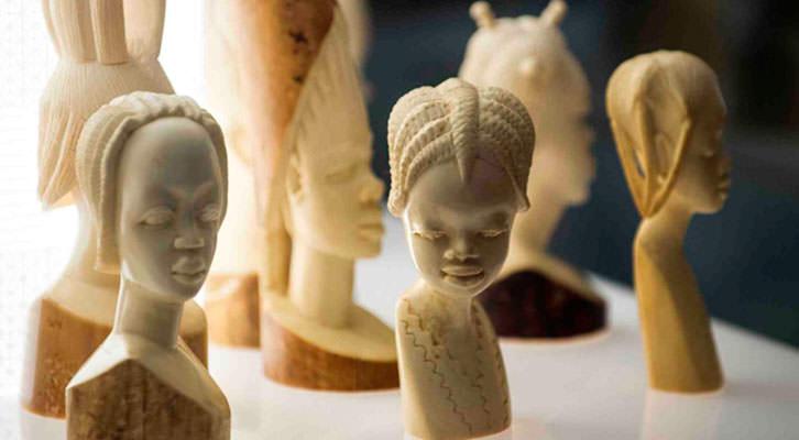 Algunas de las piezas de la exposición Doctor Carsí, supongo?. Fotografía de Raquel Abulaila cortesía del Museu Valencià d'Etnologia.