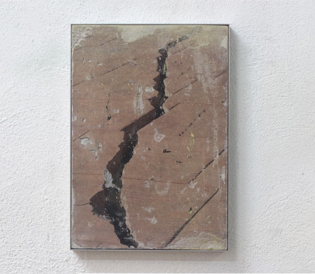 Crack. 2015- Fotografía sobre cemento. Keke Vilabelda