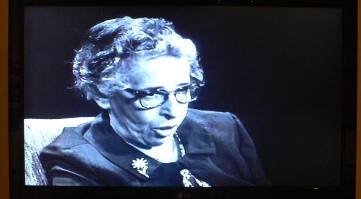 """Hannah Arendt en una imagen del documental. """"El incendio y la palabra"""" de Mery Sales. Imagen Vicente Chambó."""