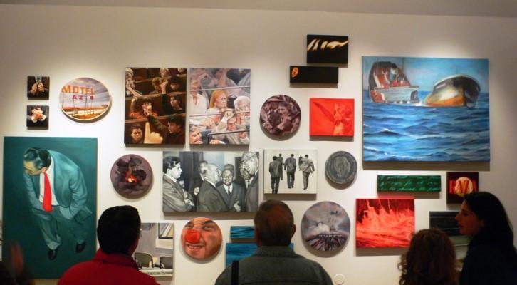 """Ante el """"Muro de la violencia"""". Parte de """"El incendio y la palabra"""" de Mery Sales. Imagen Vicente Chambó."""