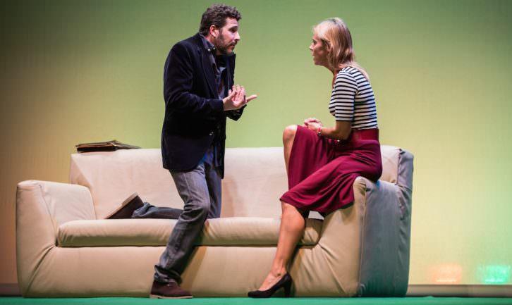 Mariano Rochman y Blanca Oteyza en Pieza inconclusa. Imagen cortesía de Teatro Talía.