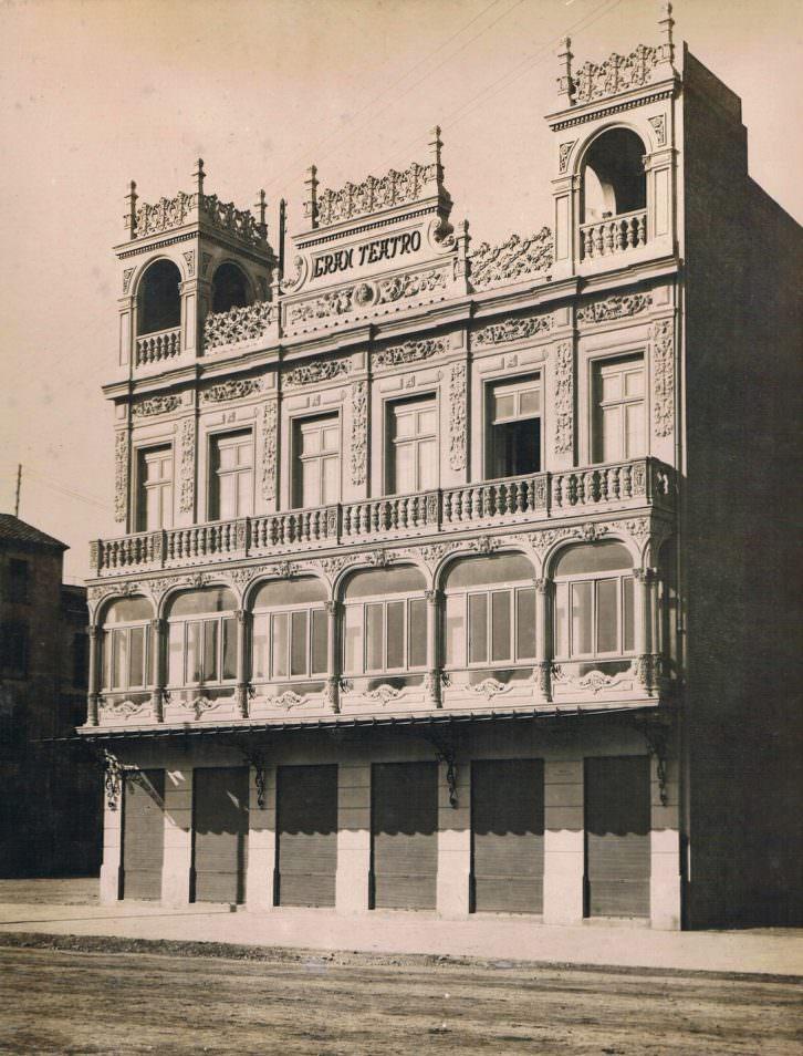 Calle Amalio Gimeno y el Gran Teatro, 1923. Imagen cortesía de los autores.
