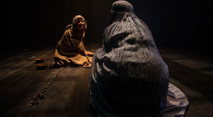 Escena de 'Los esclavos de mis esclavos', de la compañía Meridional Producciones. Imagen cortesía de Las Naves.