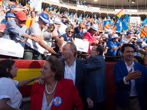 Mitin del PP en la Plaza de Toros de Valencia, con Rita Barberá, Alberto Fabra y Mariano Rajoy, en mayo de 2015.