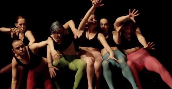 Escena de 'Paliques femeninos'. Imagen cortesía de Sporting Club Russafa.