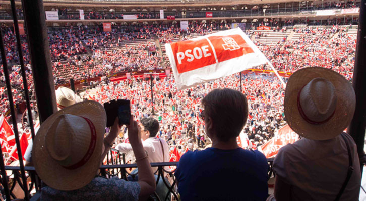 MItin del PSOE en la Plaza de Toros de Valencia en mayo de 2015.