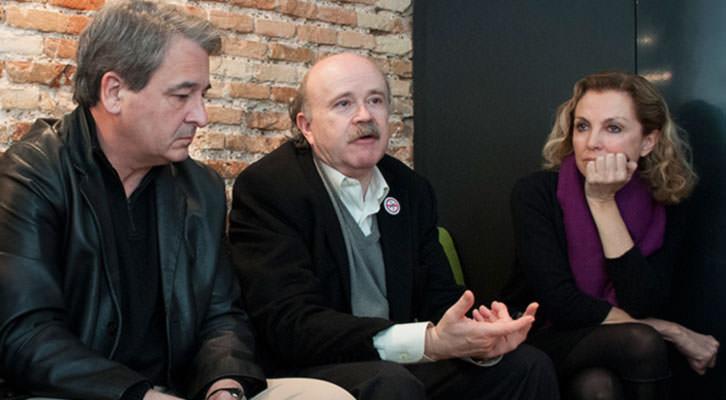 Josep Lluís Sirera, en el centro, junto a Mariángeles Fayos y Toni Benavent, en el desayuno Makma en Lotelito en marzo de 2014. Foto: Gala Font de Mora.