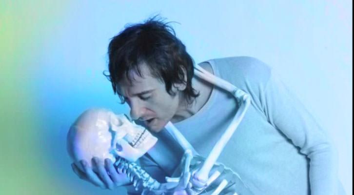 Imagen promocional del disco Holograma de Carlos Ann.