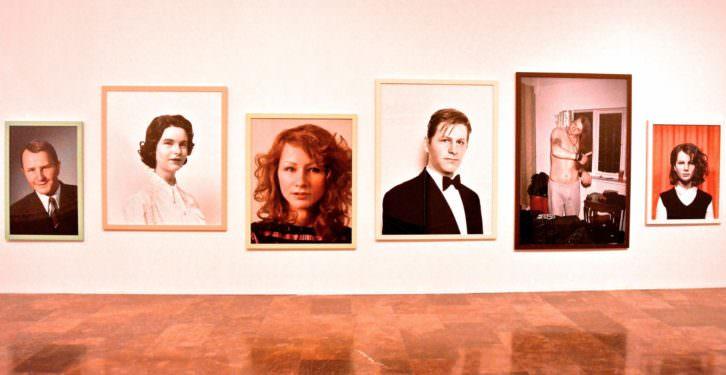 Obras de Gillian Wearing en la muestra individual que le dedica el IVAM. Fotografía de Jose Ramón Alarcón.