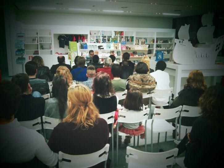Xosé Mon González durante la presentación del nuevo número de '21 Le Mag', en el Centro Niemeyer de Avilés. Imagen cortesía de los editores.