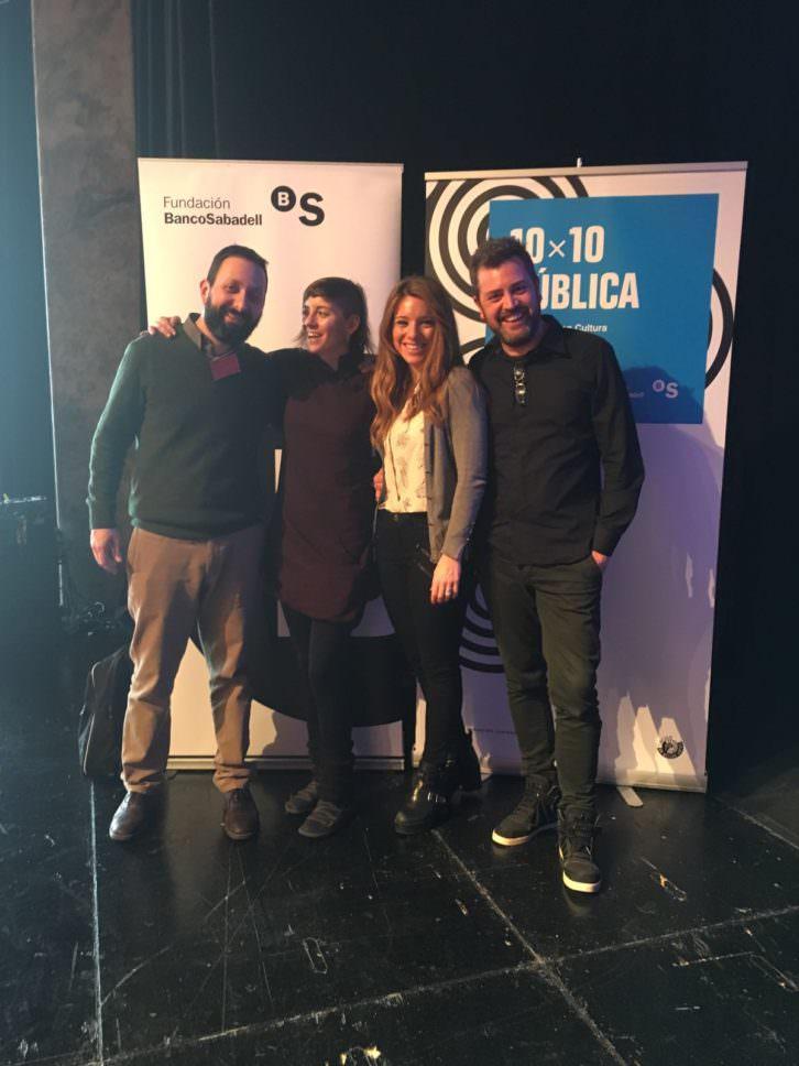 Los responsables de Creador.es y Russafa Escènica, tras la concesión de los premios 10x10 Pública 2016.