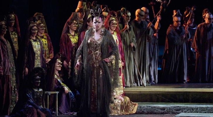 Escena de Aida, bajo la dirección musical de Ramón Tebar. Fotografía de Tato Baeza por cortesía de Les Arts.