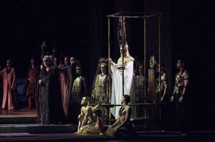 Escena de Aida, de Giuseppe Verdi, bajo la dirección musical de Ramón Tebar. Fotografía de Tato Baeza por cortesía de Les Arts.