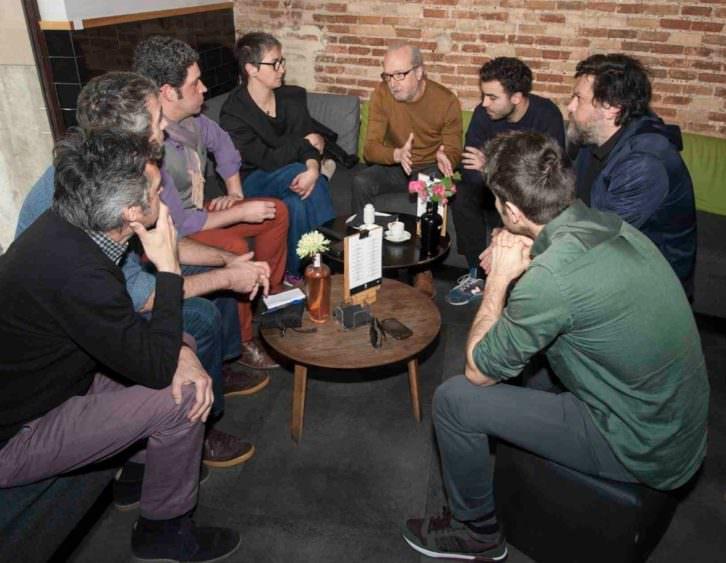 De izquierda a derecha, Vicente Chambó, Salva Torres, Jose Ramón Alarcón, Rebeca Plana, Paco Sebastián, Álex Marco, Moisés Mañas y Carles Claver, en un momento de los Desayunos Makma en Lotelito. Foto: Fernando Ruiz.