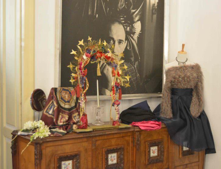 Piezas y ornamentos que forman parte de 'Fashion Reliquary', en el estudio de Francis Montesinos. Fotografía: Merche Medina.