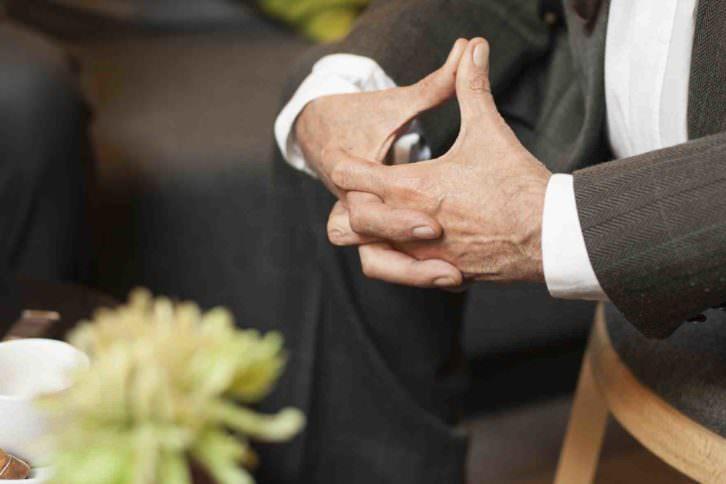 Detalle gestual de Francis Montesinos durante el Desayuno Makma. Fotografía: Fernando Ruiz.
