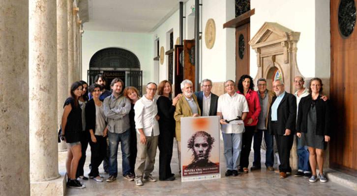 Algunos de los miembros de la iniciativa ciudadana responsable de Mostra Viva del Mediterrani. Imagen cortesía de La Nau de la Universitat de València.