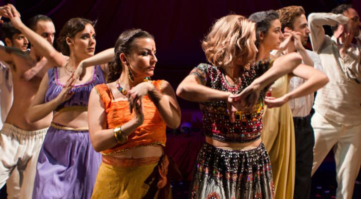 Escena de Hamlet/Jaipur. Imagen cortesía de Sala Russafa.