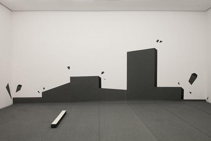 Instalación de Juan López en la Sala 1. Imagen cortesía de la galería.