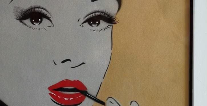 Audrey Hepburn en una de las obras de Antonio de Felipe en la Galería Thema. Imagen de Carles Traver y Josevi Marco.