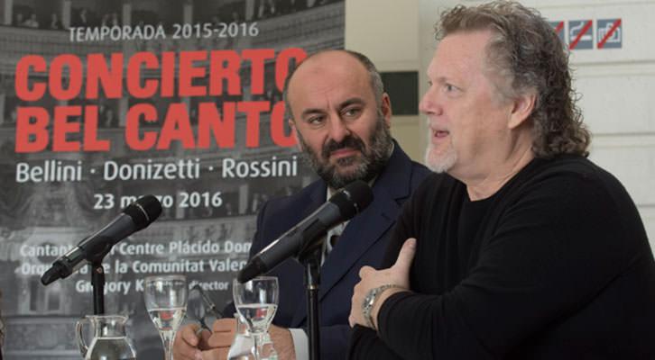 Davide Livermore, intendente de Les Arts (izda), junto a Gregory Kunde. Fotografía de Tato Baeza por cortesia del Palau de Les Arts.