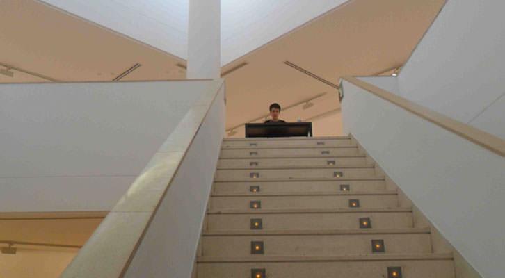 Vista de la exposición Performance. Respiración artificial. Eco oscuro, de Dora García, en el IVAM.