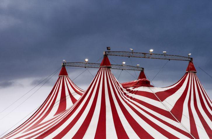Carpas de circo. Fotografía de Elena Pueyo.