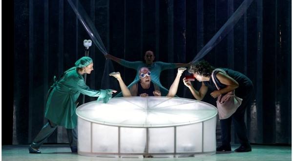 Un instante de la representación de 'V.I.P.', de Els Joglars. Fotografía cortesía de la compañía.