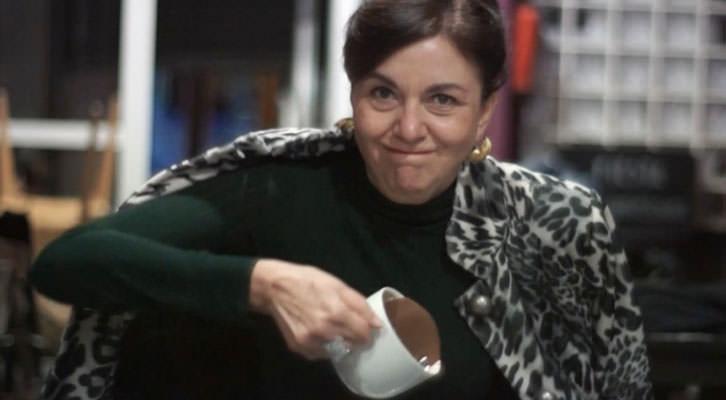 Amparo Báguena en 'La más fuerte', de Bramant Teatre. Imagen del video de Escaparate Visual.
