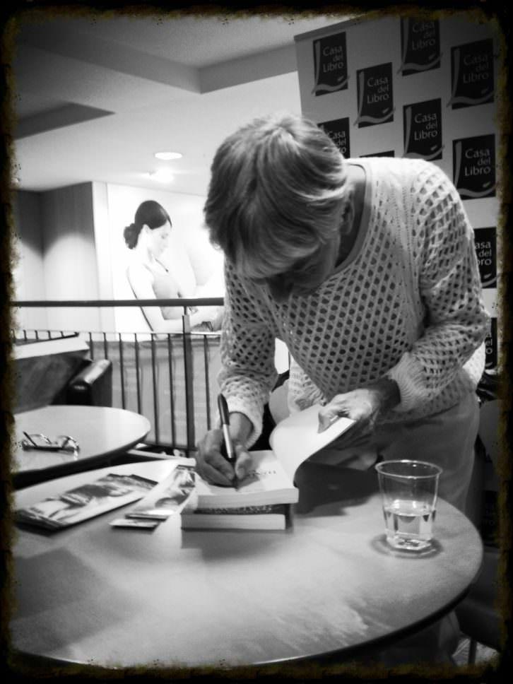 """Bel Carrasco en la presentación del libro """"Las semillas del Madomus"""". Imagen cortesía de la autora."""