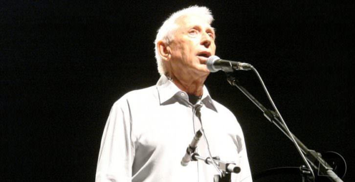 Raimon en un concierto en San Feliu de Guixols.