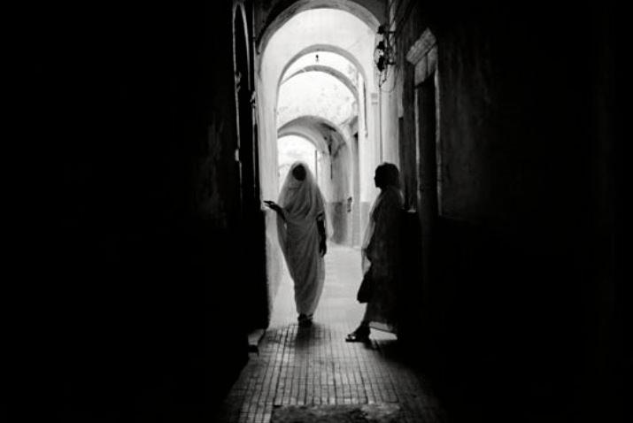 Fotografía de Xavier Mollà en la exposición 'Correspondencia amb Mediterrani'.