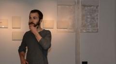 El artista durante un momento de la inauguración. Imagen cortesía de la organización.
