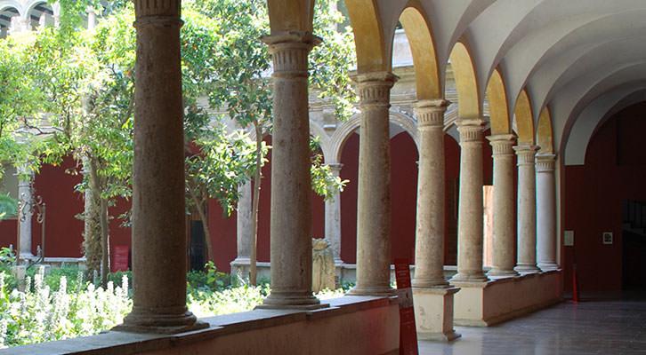 Claustro renacentista del Centro del Carmen.