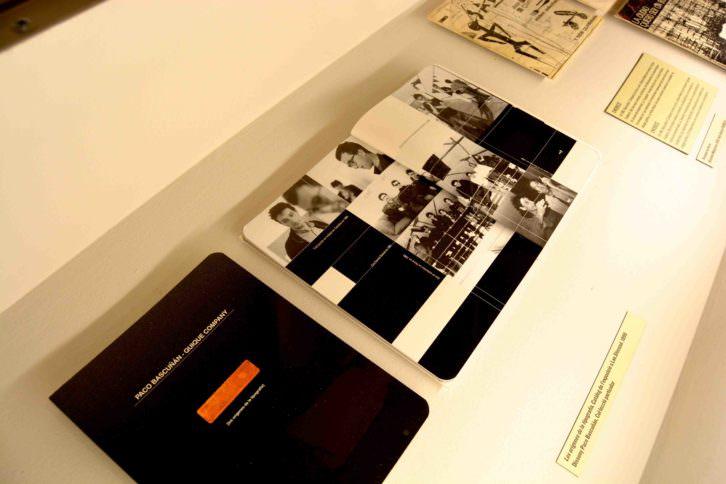 Imagen de detalle de uno de los anaqueles expositivos para el material gráfico. Fotografía: Jose Ramón Alarcón.