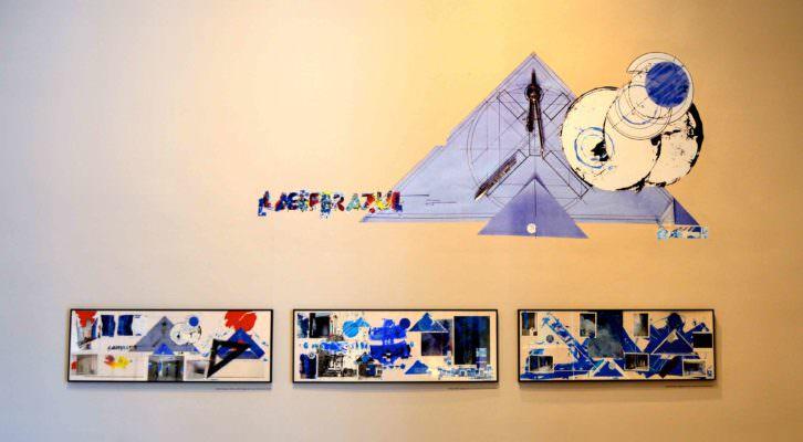 Imagen icónica y varios obras emparentadas con La Esfera Azul. Fotografía: Jose Ramón Alarcón.