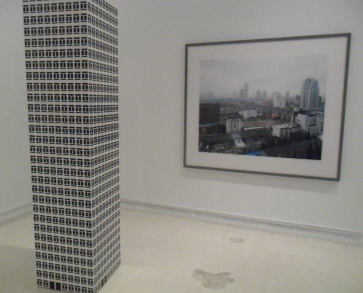 Escultura de Julian Opie en 'Perdidos en la ciudad' del IVAM.