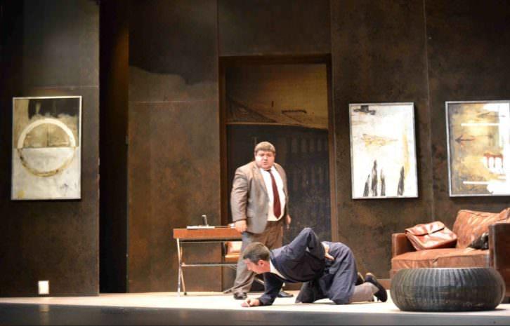 Escena de El sopar dels idiotes en el Teatre Talia. Fotografía: Lorena Riestra.