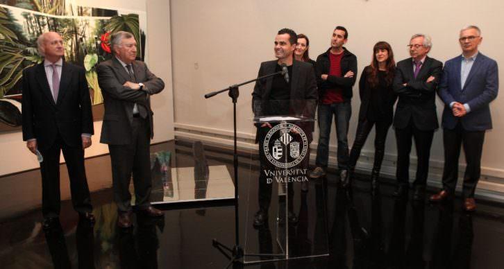 Juan Olivares, junto al micrófono, durante la entrega del Premio Adquisición Fundación Cañada Blanch.