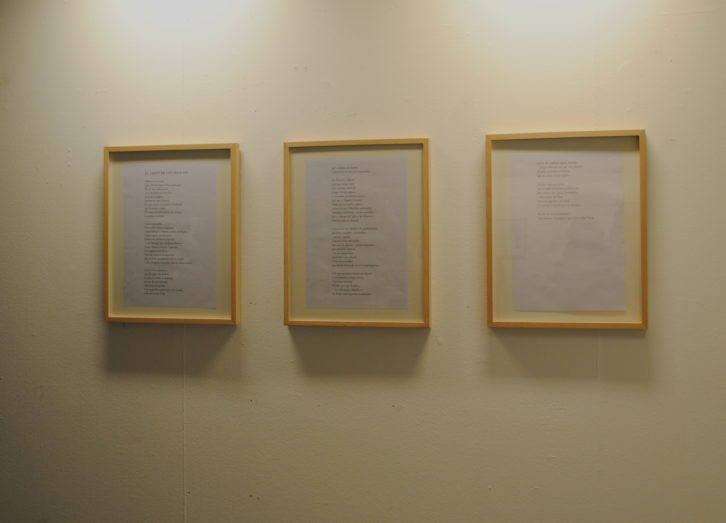 Algunos poemas de Vergés también estaban expuestos. Fotografía: María Ramis.