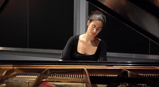 Imagen de la pianista Marta Espinós durante uno de sus conciertos. Fotografía cortesía del festival Ensems.
