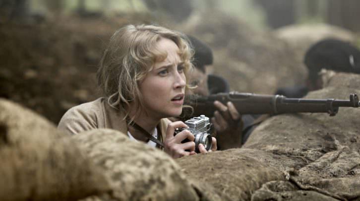 Ingrid García Jonsson en un fotograma de la película Gernika, de Koldo Serra.