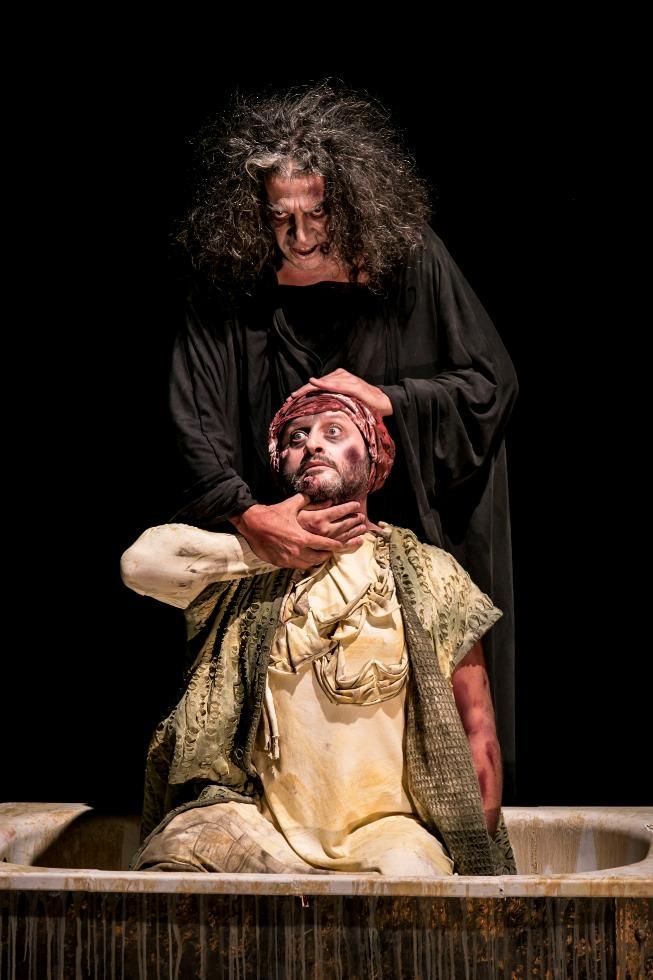 Escena de Marat-Sade, de Ricardo Iniesta. Imagen cortesía de Espai Rambleta.